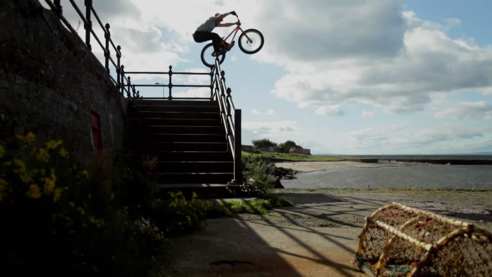 Mały może wyżej, rower oczywiście :)