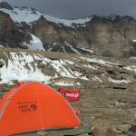 biwak na przełęczy (5300 m n.p.m.), na horyzoncie ściany Piku Tadżykistan