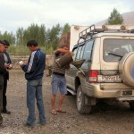 tankowanie jeepa w drodze powrotnej do Duszanbe