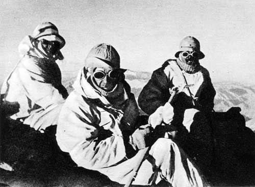 Szczyt Aconcagua 8 marca 1934 – Konstanty Narkiewicz-Jodko, Stefan Osiecki i Stefan Daszyński. Fot. Wiktor Ostrowski