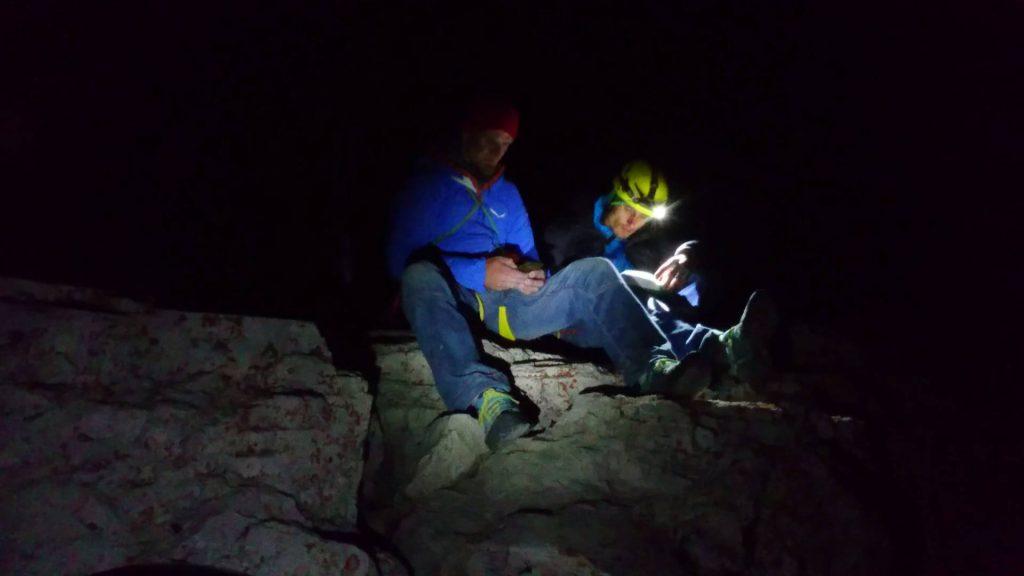 Wpis do ksiazki szczytowej (fot. Alpine Wall Tour)